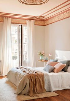 White and pink bedroom Bedroom Color Schemes, Bedroom Colors, Interior Architecture, Interior Design, Pink Bedrooms, New Beds, Home Trends, Beautiful Bedrooms, New Room