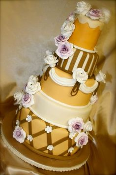 Yellow and Gold Wedding Cake with a Hint of Purple #goldwedding #dphiewedding #deepherwedding