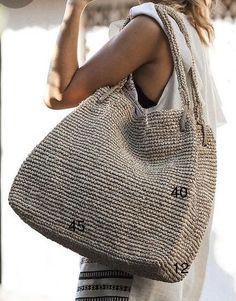 Crochet Tote, Knit Crochet, Knit Fashion, Fashion Bags, Octopus Crochet Pattern, Sac Week End, Diy Handbag, Straw Handbags, Jute Bags
