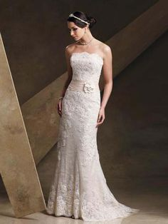 vintage lace wedding dress- can change sash to grey or yellow