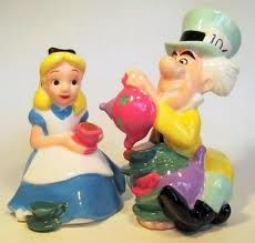 Alice and the Mad Hatter salt & pepper shakers from our Salt and Pepper Shakers sets collection Salt N Peppa, Disney Cookies, Disney Kitchen, Salt And Pepper Set, Vintage Disney, Salt Pepper Shakers, Disney Toys, Alice In Wonderland, Tea Party