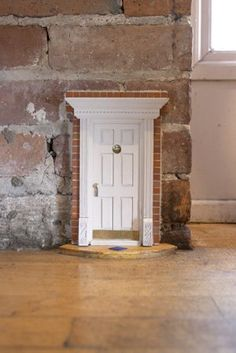 tiny tooth fairy door... I so want to do this in my house when I have kids! #bucketlist