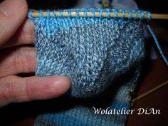 Weblog Wolatelier Dian: Sokken breien - basispatroon Knitting Socks, Knitted Hats, Knit Stockings, Knitting Accessories, Knit Beanie, Arm Warmers, Mittens, Knitting Patterns, Knitting Tutorials