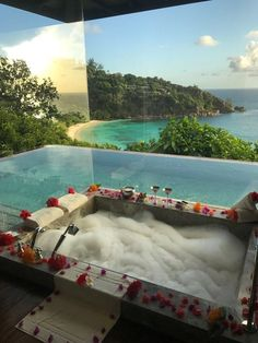 Hawaii Honeymoon Vacation Packages: Why You Should Purchase One Honeymoon Destinations, Vacation Places, Dream Vacations, Vacation Spots, Honeymoon Places, Vacation Ideas, The Places Youll Go, Places To Go, Dream Rooms