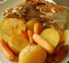 Recette : Longe de porc spécial à la mijoteuse. Pork Recipes, Crockpot Recipes, Pot Roast, Delicious Desserts, Slow Cooker, Food And Drink, Meals, Chicken, Vegetables