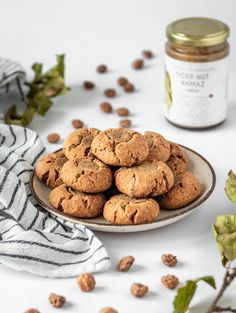 Are your cookies gone almost right after they're baked? Good news: toasted tiger nut thumbprint cookies are so filling they will last. Pinky promise. Nut Recipes, Thumbprint Cookies, Baked Goods, Toast, Goodies, Favorite Recipes, Baking, News, Desserts