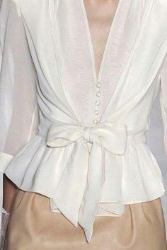 cute blouse i could make thisi have a pattern for the top part add a ruffle on the bottom and wa la - PIPicStats Fashion Details, Love Fashion, Fashion Outfits, Womens Fashion, Fashion Design, Fashion Trends, Business Outfit, White Shirts, White Blouses