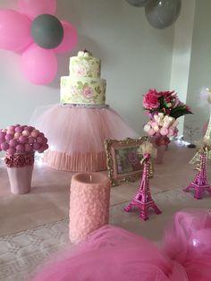"""Décoration de fête d'anniversaire à Genève """"La Petite Parisienne"""" 💕🍥🍧🎀🛍🎈🎉💞💓💕🎂🍰🍭🍦#decoracaodefesta #decoration #décorationfete #anniversaire #anniversary #aniversario #paris #parisienne #lapetiteparisienne  #rose #rosepale #rosepastel #tulle #life #party #birday #happybirthday #gateau"""