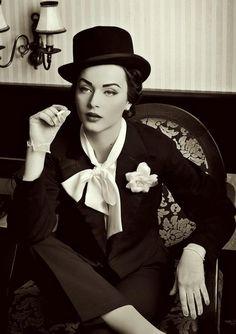 pin-up vintage make-up look (Idda Van Munster//Marlene Dietrich inspired) Moda Vintage, Vintage Girls, Vintage Woman, Style Année 20, Foto Picture, Idda Van Munster, Pin Up, Image Fashion, Retro Mode