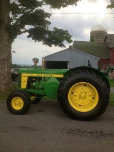 "There were two different through the production run; the ""green dash"", which retained the same motor as the model and the ""black dash"" which had a larger bore. Jd Tractors, John Deere Tractors, John Deere Equipment, Heavy Equipment, Antique Tractors, Antique Cars, John Deere Baby, Tractor Accessories, Classic Tractor"