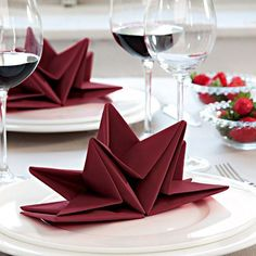 Napkin folding: 3 ideas for your Christmas table – cactus craf… - Servietten Christmas Table Settings, Christmas Table Decorations, Holiday Tables, Decoration Table, Holiday Parties, Christmas Star, Winter Christmas, Christmas Crafts, Diy Xmas