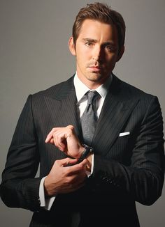 This, ladies, is our king... AND IT'S HIS BIRTHDAY! HAPPY BIRTHDAY LEE PACE!!!