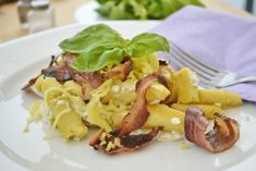 Wuzzinudeln mit Speck und Topfen - Rezept Pasta Recipes, Yummy Recipes, Dumplings, Risotto, Yummy Food, Chicken, Meat, Teller, Cooking