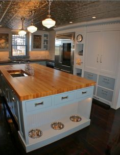 dog room | Dog room kitchen island... So cool!! | Fur Amenities