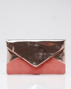 mix of textures make the bicolor envelope clutch even more irresistible
