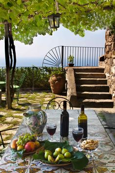 WE are having Spanish lessons and wine tasting out here este tarde..................