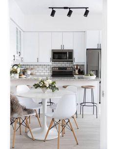Binnenkijken in een minimalistisch huis vol persoonlijke vondsten