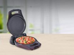 A pizza maker is an elegant, modern non-stick appliance that is easy to handle and use. You can use it anytime and anywhere to cook tasty dishes quickly, without having to worry about using a lot of oil or about creating a lot of mess.