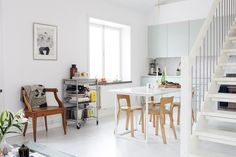 chez wood_marble countertop and mint green aalto chair 65 Alvar Aalto, Living Etc, Green Cabinets, Kitchen Cabinets, Scandinavian Home, House And Home Magazine, Interior Design Inspiration, Kitchen Inspiration, Ideal Home