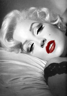 If you think this is Marilyn, I was right there with you! This is Lisa Marie Presley as Marilyn Monroe by the incredible makeup artist Kevyn Aucoin.