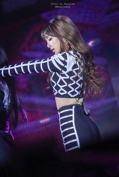 Lisa Lalisa Manoban Blackpink LISA Lisa Blackpink [lalalalisa_m] Jennie Lisa, Blackpink Lisa, Yg Entertainment, South Korean Girls, Korean Girl Groups, Divas, Living Barbie, Rapper, Lisa Black Pink