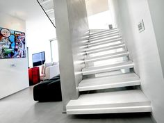 Corian® hanging stairs LUXO SURFACES by OFFICINE SANDRINI