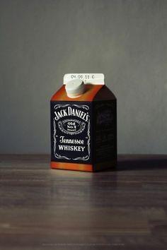jack daniels / 유명한 위스키 브랜드인 Jack Daniels를 우유팩에 담았다. 새롭고 신선한 이미지 이지만, 이를 통해 표현하고자 한 바는 잘 알 수가 없다.