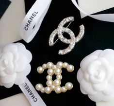 Chanel pin spilla broche brooch perle pearls