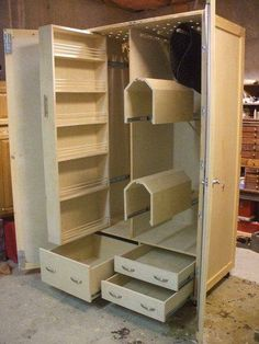 Love it . Horse Tack Closet Plans Something I Need lol Dream Stables, Dream Barn, Horse Stables, Horse Farms, Horse Horse, Tack Trunk, Tack Locker, Horse Tack Rooms, Tack Box