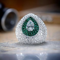 Trendy Diamond Rings : De Grisogono Emerald and diamond ring. - Buy Me Diamond Gems Jewelry, I Love Jewelry, High Jewelry, Gemstone Jewelry, Jewelry Design, Jewellery, Diamond Rings, Diamond Jewelry, Saphir Rose