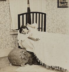 These rare creepy photos from the exemplify every childhood fear you ever had of the boogeyman. Vintage Bizarre, Creepy Vintage, Vintage Halloween, Childhood Fears, Monster Under The Bed, 1920s Photos, Creepy Photos, Photo Vintage, Arte Horror