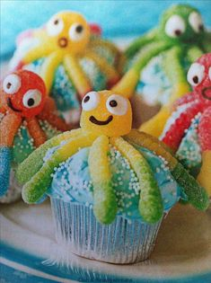 sealife cake ocean themes Cute snack for a kids party with ocean theme Ocean Snacks, Cute Snacks, Ocean Party, Under The Sea Party, Ocean Themes, Mermaid Birthday, Party Themes, Party Ideas, Kids Meals