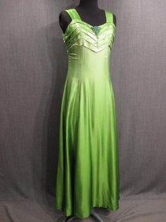 09035897 Gown Womens 1930s green ombre silk B34 Short.JPG