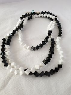 Plastic Jewelry, Beaded Necklace, Black And White, Vintage, Collection, Fashion, Beaded Collar, Moda, Pearl Necklace