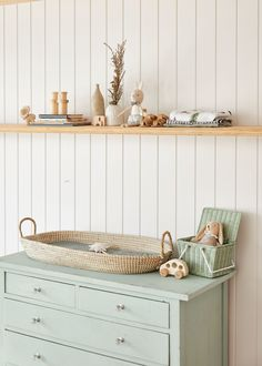 One of our favorite kindergarten hacks on a budget is a DIY changing table. - One of our favorite kindergarten hacks on a budget is a DIY changing table. Pastel Nursery, Mint Nursery, Nursery Neutral, Nursery Room, Boy Room, Nursery Decor, Kids Room, Nursery Ideas, Painted Nursery Furniture