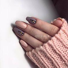 Chic matte nails