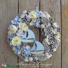 Szicília - romantikus, nyári ajtódísz (anniesdesign) - Meska.hu Cut Flowers, Dried Flowers, Pine Cone Crafts, Summer Wreath, Topiary, Burlap Wreath, Flower Arrangements, Floral Design, Floral Wreath