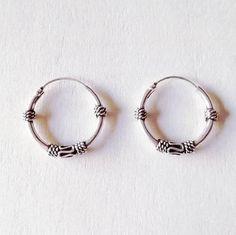 Mira este artículo en mi tienda de Etsy: https://www.etsy.com/es/listing/551994187/bali-hoops-earrings-aros-de-bali-aros-de