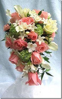 Con flores naturales http://www.bodacor.com/bodas-zaragoza-huesca-teruel-pamplona/categorias/preparativos/floristerias?term_node_tid_depth=all