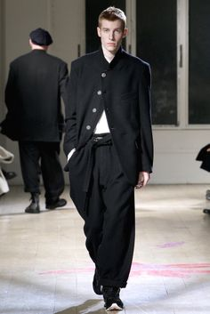 Yohji Yamamoto | Fall 2011 Menswear Collection | Style.com