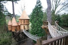 1. The tree house is made up of two sections.
