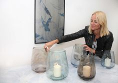 Nordmenn får ikke nok av Cathrine Knudsens glassvaser hun har designet i samarbeid med Hadeland Glassverk.