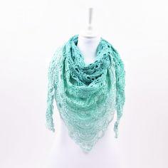 Ga het voorjaar in met stijl, met deze mooie virus-sjaal. Gehaakt met Twirls garen, wat een ontzettend lekker 'cake-garen' van 100% zacht katoen is.