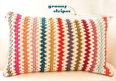Crochet pillow with granny stripes Crochet Home, Love Crochet, Crochet Granny, Learn To Crochet, Diy Crochet, Crochet Crafts, Crochet Stitches, Crochet Projects, Crochet Pillows