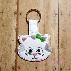 Cat Kitty Key Fob – Bows and Clothes Cat Key, Machine Embroidery Applique, Key Fobs, Cat Design, Key Rings, Kitty, Book Marks, Leather Crafts, Pet Lovers