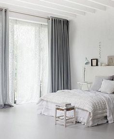 https://i2.wp.com/www.lovecurtains.com/wp-content/uploads/2013/05/clean-minimal-room-grey-curtains-white-walls-floor-and-ceiling.jpg
