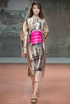 Marni Fall 2014 Ready-to-Wear Fashion Show - Kasia Jujeczka