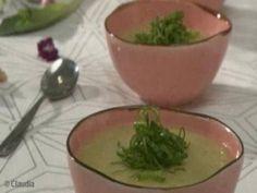 Sopa de Batata para o inverno Parsley, Guacamole, Serving Bowls, Herbs, Tableware, Ethnic Recipes, Food, Potato Soup Recipes, Vegetable Stock