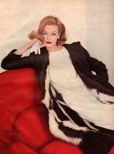 Vogue October 1958 - Photo by Karen Radkai