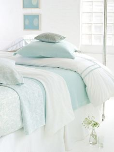 Shabby chic bedroom Kelly Meldau would absofreakin LOVE this!!